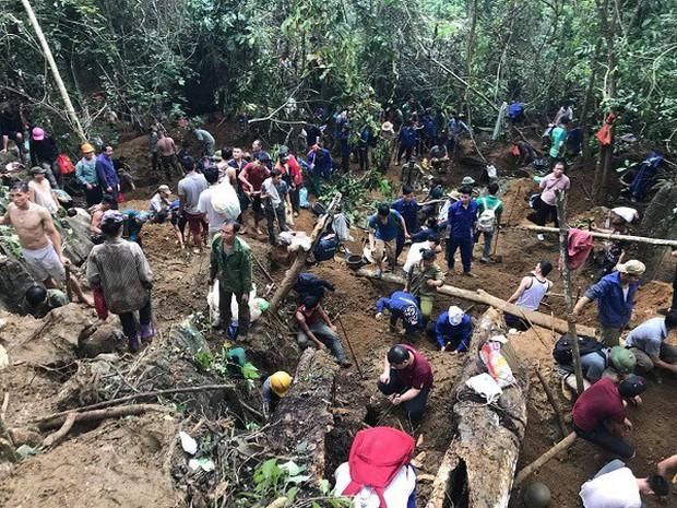 Hàng trăm người dân thất vọng về nhà sau nhiều ngày xẻ núi tìm đá quý - Ảnh 1.