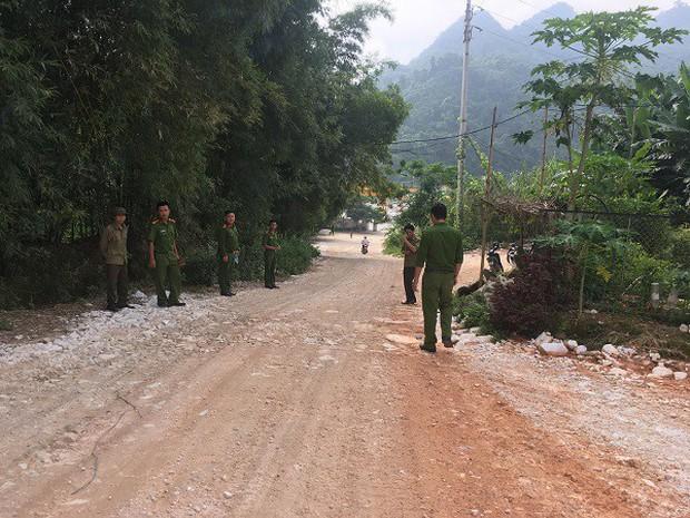 Hàng trăm người dân thất vọng về nhà sau nhiều ngày xẻ núi tìm đá quý - Ảnh 2.