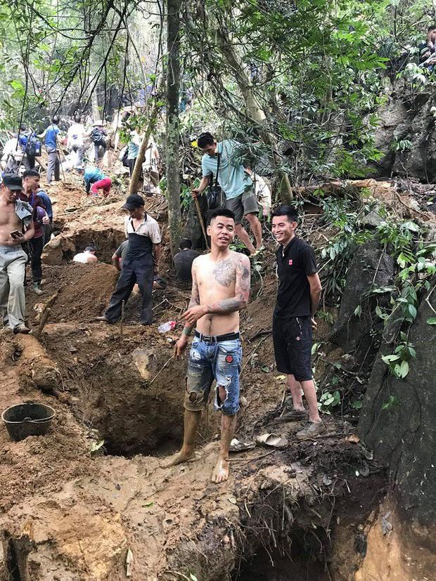 Hàng trăm người dân thất vọng về nhà sau nhiều ngày xẻ núi tìm đá quý - Ảnh 3.
