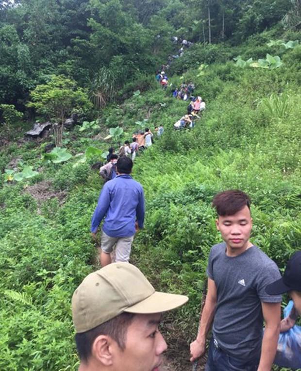 Hàng trăm người dân thất vọng về nhà sau nhiều ngày xẻ núi tìm đá quý - Ảnh 4.