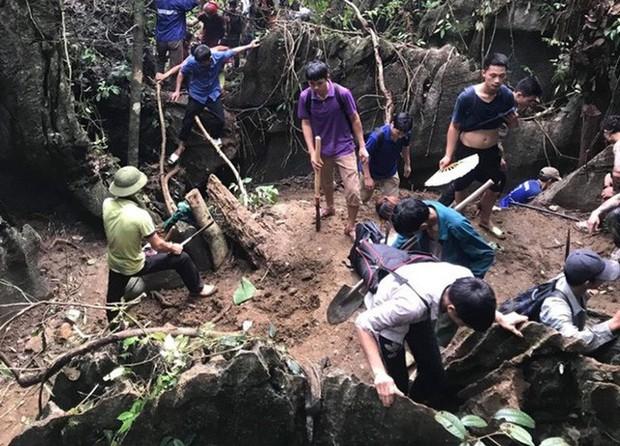 Hàng trăm người dân thất vọng về nhà sau nhiều ngày xẻ núi tìm đá quý - Ảnh 7.