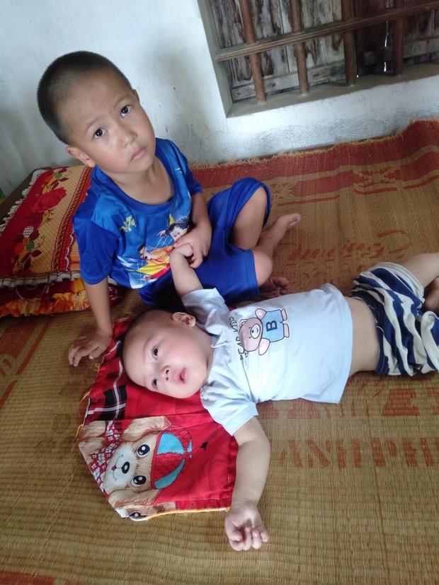 Con trai lớn 5 tuổi mắc bệnh tim, đứa bé 1 tuổi liệt tứ chi, người mẹ nuốt nước mắt cầu xin một cơ hội để cứu con - Ảnh 8.