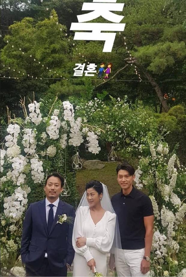 Đám cưới gây bão hội tụ 3 sao Hàn quyền lực: Hyun Bin bảnh bất chấp mọi camera, Gong Hyo Jin sexy bên Shin Min Ah - Ảnh 4.
