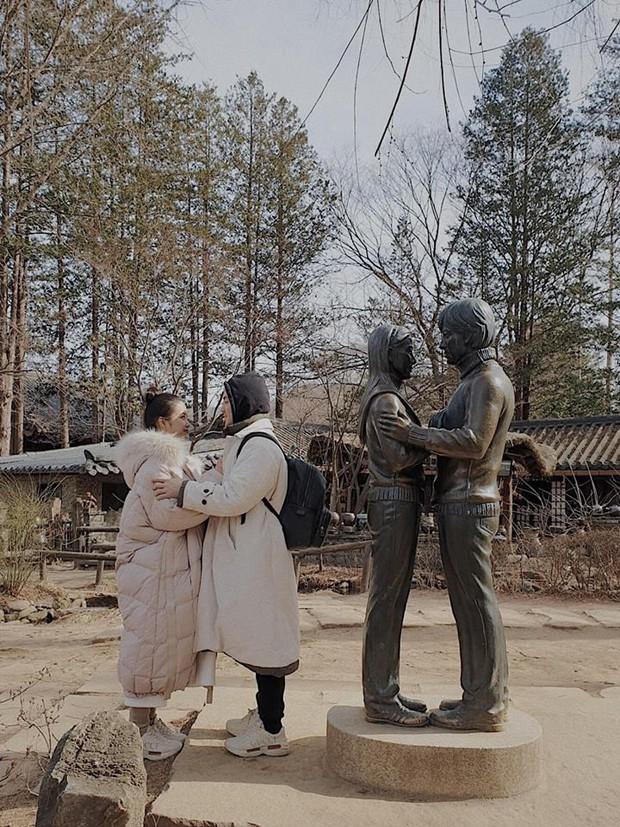 """Góc """"ghen"""" với Đông Nhi: Nếu đi du lịch với người yêu mà anh ấy sẵn sàng làm 4 điều này như Ông Cao Thắng thì nên cưới ngay kẻo lỡ nhé! - Ảnh 9."""
