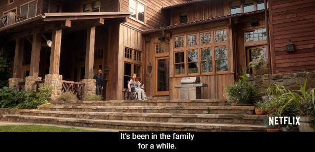Không còn làm rich kid mẹ thiên hạ, London Tipton bị hành đến má nhận không ra trong phim mới - Ảnh 4.