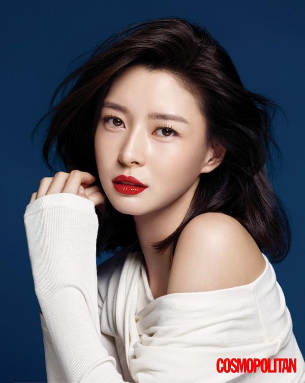 Chân dài Kpop thành tình tin đồn mới của Lee Jong Suk: Quá đẹp, body bốc lửa nhưng sự nghiệp sao lại lận đận thế này? - Ảnh 6.