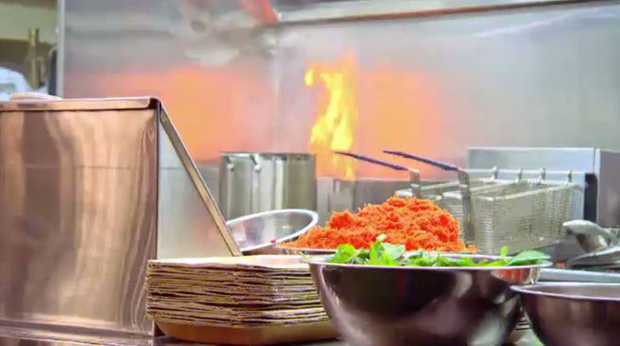 Những lần vua bếp nước ngoài phải đau đầu với món Việt, người nhọ nhất còn làm cháy cả bếp - Ảnh 5.