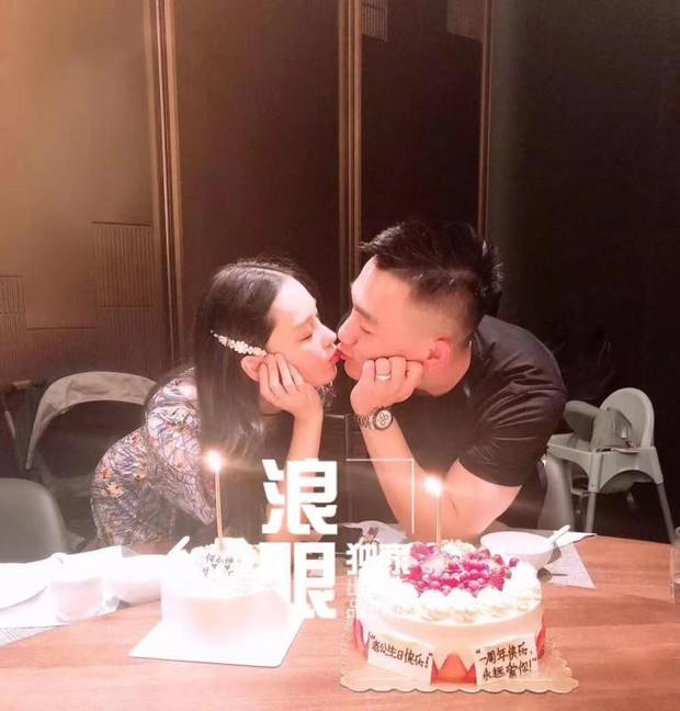 Tình địch Phạm Băng Băng Trương Hinh Dư tổ chức sinh nhật ngọt ngào cho ông xã nhưng đặc biệt nhất khi hé lộ 2 chi tiết - Ảnh 1.