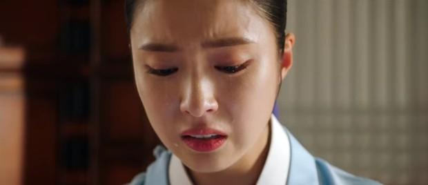 Tân Binh Học Sử Goo Hae Ryung: Cha Eun Woo trổ tài bắn cung trước mặt Shin Se Kyung, ai dè chỉ là múa rìu qua mắt thợ - Ảnh 14.
