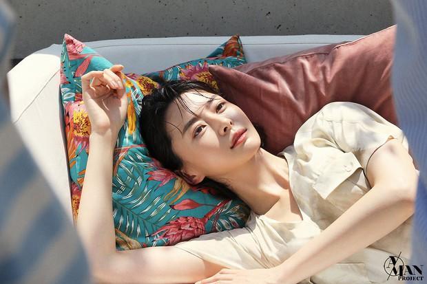 Chân dài Kpop thành tình tin đồn mới của Lee Jong Suk: Quá đẹp, body bốc lửa nhưng sự nghiệp sao lại lận đận thế này? - Ảnh 1.