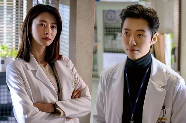 Nàng thơ được Lee Jong Suk theo đuổi như tổng tài: Mỹ nhân đóng toàn phim hot, tình cũ màn ảnh của Ji Chang Wook - Ảnh 11.