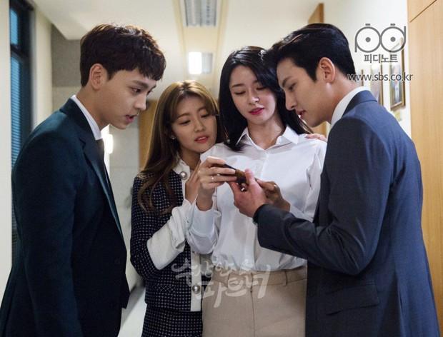 Nàng thơ được Lee Jong Suk theo đuổi như tổng tài: Mỹ nhân đóng toàn phim hot, tình cũ màn ảnh của Ji Chang Wook - Ảnh 6.