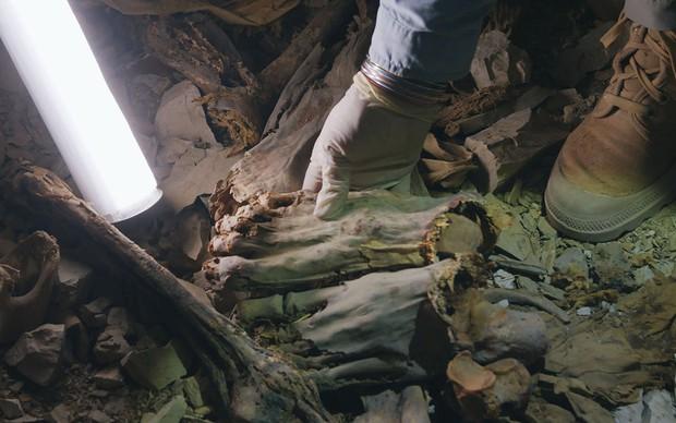 Chuyện gì đã xảy ra trong thời khắc được xem là đen tối nhất lịch sử Ai Cập, gây nên cái chết đẫm máu của 60 chiến binh trong ngôi mộ 4.000 năm tuổi? - Ảnh 1.