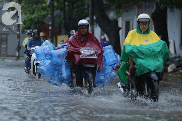 KHẨN CẤP: Bão số 3 giật cấp 12 tiến sát đất liền, Hà Nội và các tỉnh Bắc Bộ đang mưa lớn, gió lốc mạnh - Ảnh 1.