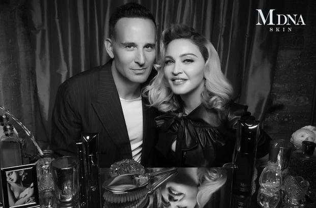 """Bác sĩ của """"nữ hoàng nhạc Pop"""" Madonna hé lộ 6 thói quen khiến làn da lão hóa thần tốc, điều số 1 cực nhiều người mắc phải - Ảnh 1."""