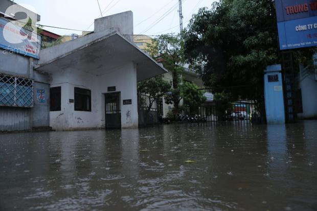 KHẨN CẤP: Bão số 3 giật cấp 12 tiến sát đất liền, Hà Nội và các tỉnh Bắc Bộ đang mưa lớn, gió lốc mạnh - Ảnh 11.