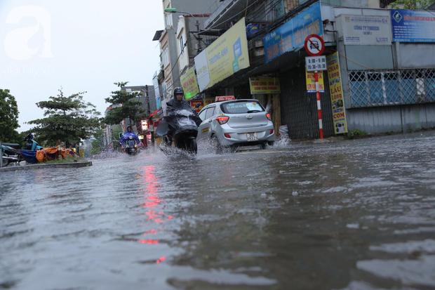 KHẨN CẤP: Bão số 3 giật cấp 12 tiến sát đất liền, Hà Nội và các tỉnh Bắc Bộ đang mưa lớn, gió lốc mạnh - Ảnh 14.