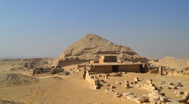 Chuyện gì đã xảy ra trong thời khắc được xem là đen tối nhất lịch sử Ai Cập, gây nên cái chết đẫm máu của 60 chiến binh trong ngôi mộ 4.000 năm tuổi? - Ảnh 3.