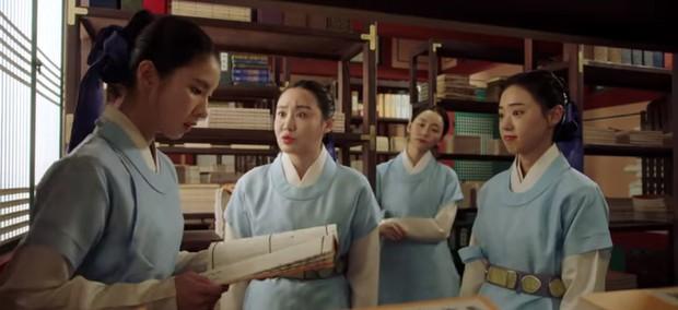 Tân Binh Học Sử Goo Hae Ryung: Cha Eun Woo trổ tài bắn cung trước mặt Shin Se Kyung, ai dè chỉ là múa rìu qua mắt thợ - Ảnh 5.