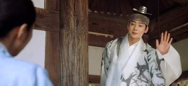 Tân Binh Học Sử Goo Hae Ryung: Cha Eun Woo trổ tài bắn cung trước mặt Shin Se Kyung, ai dè chỉ là múa rìu qua mắt thợ - Ảnh 9.