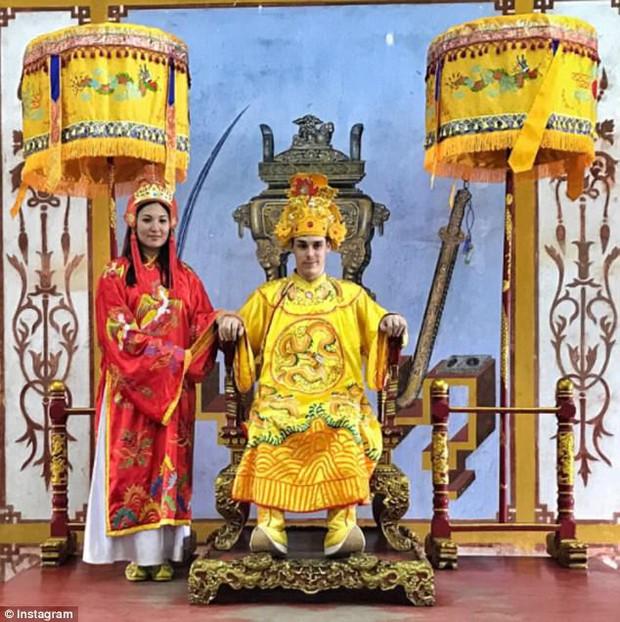 Hé lộ những địa danh nổi tiếng mà nàng dâu hoàng gia gốc Việt và chồng ghé thăm trong chuyến du lịch trở về quê hương Việt Nam - Ảnh 7.