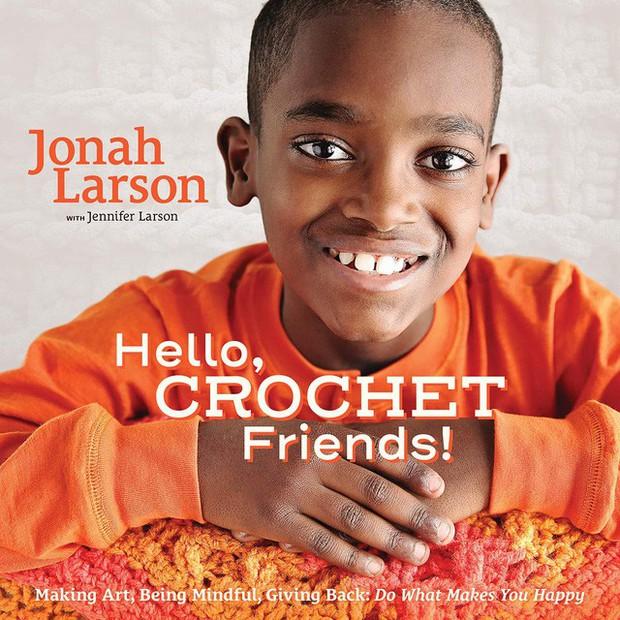 """Từ đứa trẻ bị bỏ rơi trong rừng đến """"thần đồng đan móc"""": 5 tuổi tự học đan qua YouTube, 11 tuổi kinh doanh và dùng lợi nhuận làm từ thiện - Ảnh 5."""