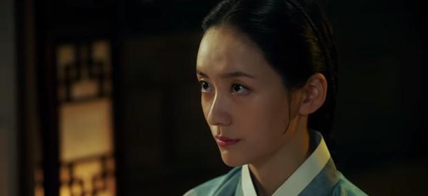 Tân Binh Học Sử Goo Hae Ryung: Cha Eun Woo trổ tài bắn cung trước mặt Shin Se Kyung, ai dè chỉ là múa rìu qua mắt thợ - Ảnh 10.