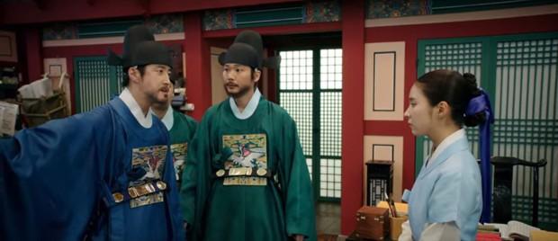 Tân Binh Học Sử Goo Hae Ryung: Cha Eun Woo trổ tài bắn cung trước mặt Shin Se Kyung, ai dè chỉ là múa rìu qua mắt thợ - Ảnh 13.