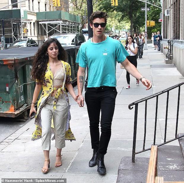 2 ngày mặc lại 1 bộ quần áo, Camila Cabello được cho là đã qua đêm cùng Shawn Mendes, tình cảm ngày càng đi lên - Ảnh 4.