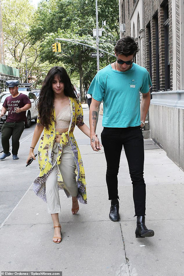 2 ngày mặc lại 1 bộ quần áo, Camila Cabello được cho là đã qua đêm cùng Shawn Mendes, tình cảm ngày càng đi lên - Ảnh 3.