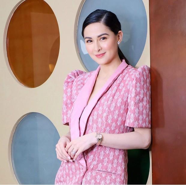 Nhìn cách chồng Mỹ nhân đẹp nhất Philippines đứng sau quay phim cho vợ mới hiểu thế nào là 1 đức lang quân hoàn mỹ - Ảnh 3.