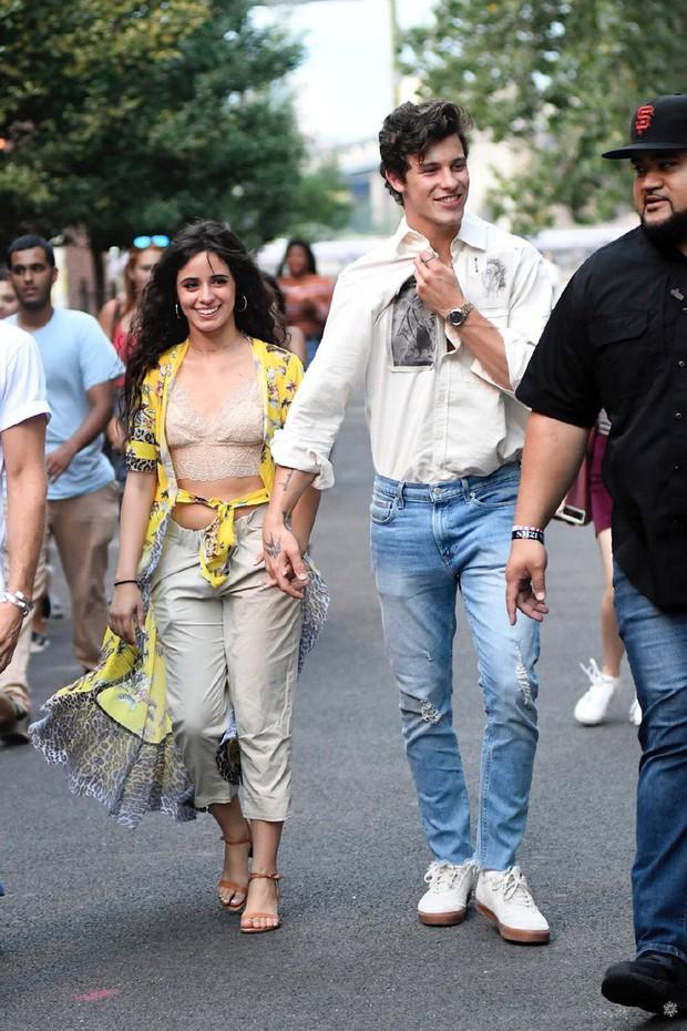 2 ngày mặc lại 1 bộ quần áo, Camila Cabello được cho là đã qua đêm cùng Shawn Mendes, tình cảm ngày càng đi lên - Ảnh 6.