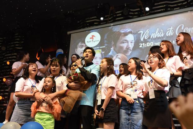 Diện vest trắng bảnh bao, Quốc Trường song ca cực ngọt cùng Bảo Thanh trong buổi offline đầu tiên tại Hà Nội - Ảnh 12.