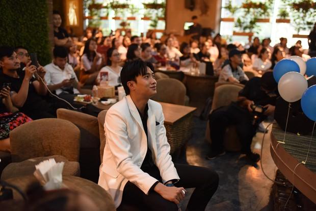 Diện vest trắng bảnh bao, Quốc Trường song ca cực ngọt cùng Bảo Thanh trong buổi offline đầu tiên tại Hà Nội - Ảnh 10.
