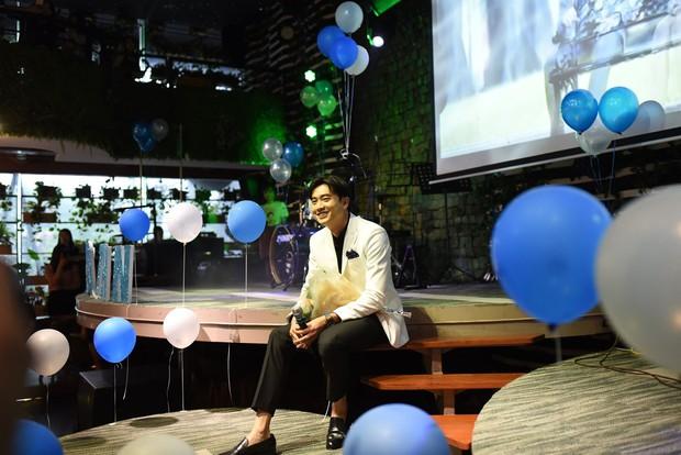 Diện vest trắng bảnh bao, Quốc Trường song ca cực ngọt cùng Bảo Thanh trong buổi offline đầu tiên tại Hà Nội - Ảnh 9.