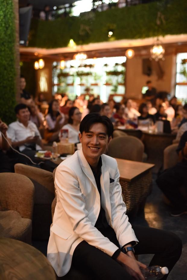 Diện vest trắng bảnh bao, Quốc Trường song ca cực ngọt cùng Bảo Thanh trong buổi offline đầu tiên tại Hà Nội - Ảnh 8.