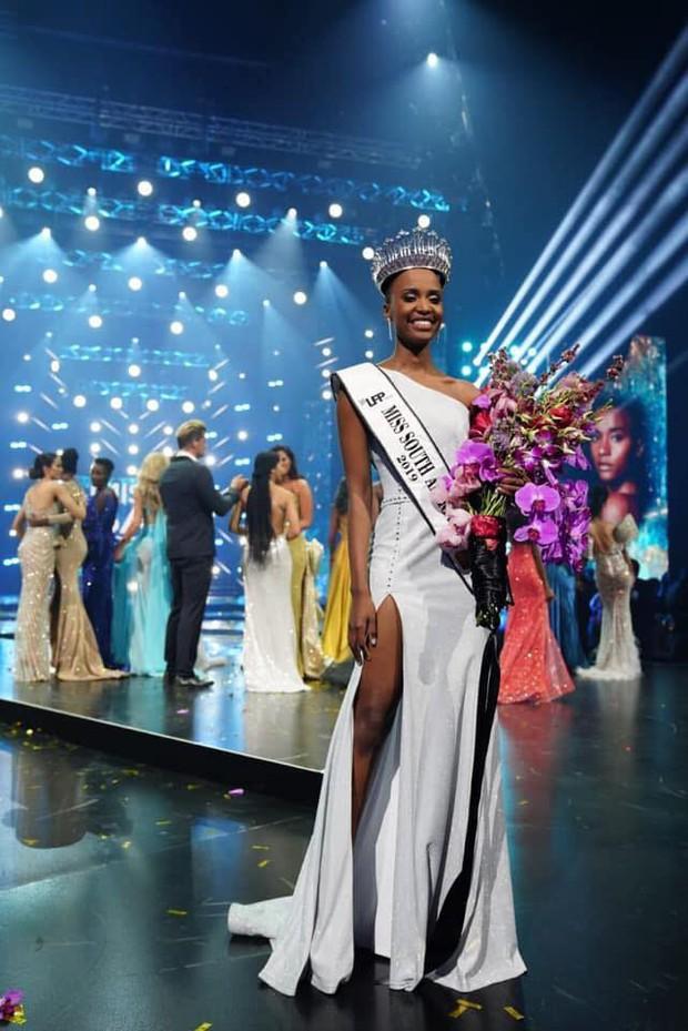 Nhan sắc ấn tượng của mỹ nhân vừa đăng quang Hoa hậu Hoàn vũ Nam Phi là đối thủ trực diện của Hoàng Thùy - Ảnh 1.