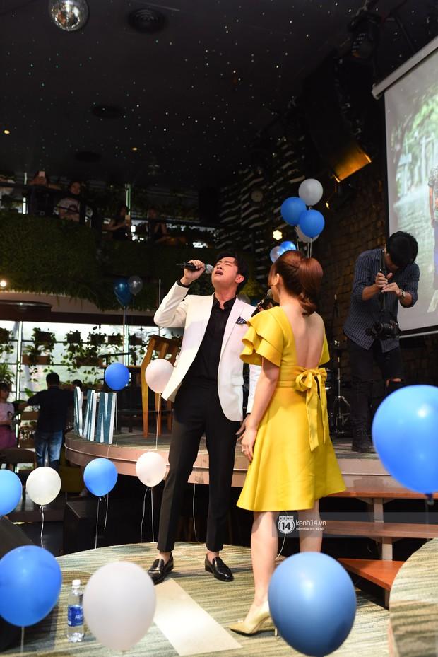 Diện vest trắng bảnh bao, Quốc Trường song ca cực ngọt cùng Bảo Thanh trong buổi offline đầu tiên tại Hà Nội - Ảnh 6.