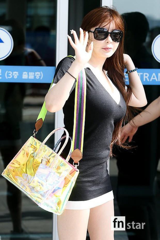 Lâu lắm Park Bom mới đốt mắt fan như thế này tại sân bay: Diện váy cũn cỡn, khoe triệt để vòng 1 khủng - Ảnh 5.