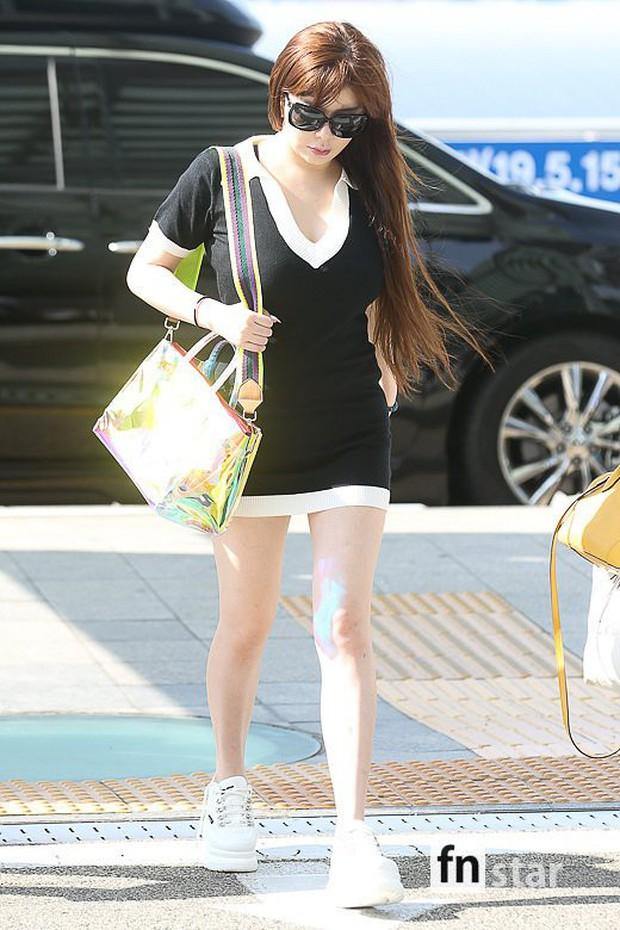 Lâu lắm Park Bom mới đốt mắt fan như thế này tại sân bay: Diện váy cũn cỡn, khoe triệt để vòng 1 khủng - Ảnh 7.
