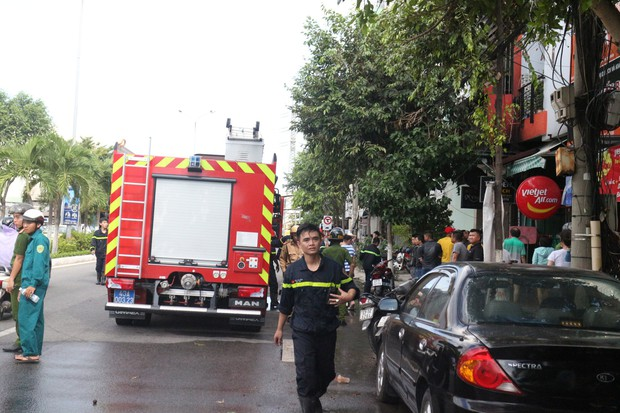 Cháy lớn tại văn phòng ở Đà Nẵng, nhiều tài sản bị thiêu rụi - Ảnh 2.