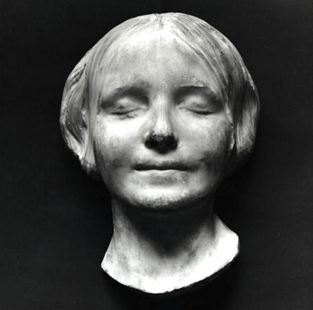 Khuôn mặt hình nộm được hôn nhiều nhất trong y tế hóa ra là nhân vật có thật, từng khiến nhân viên nhà xác ám ảnh suốt thế kỷ 19 - Ảnh 1.