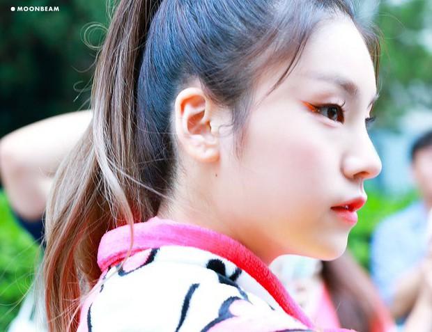 Gửi trọn combo makeup và trang phục khó hiểu cho idol, stylist của Itzy bị netizen kêu trời vì phẫn nộ - Ảnh 3.