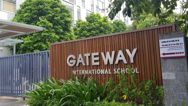 Trường Gateway, Sakura họp khẩn phụ huynh sau vụ học sinh lớp 1 bị tử vong trên xe đưa đón - Ảnh 1.