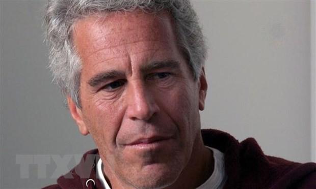 Tỷ phú Jeffrey Epstein tự tử trong tù sau bê bối mại dâm trẻ em - Ảnh 1.