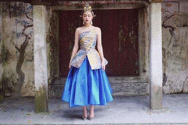 3 lần Hoàng Thùy Linh mang trang phục đậm văn hóa Việt vào MV ca nhạc: Đẹp mộng mị khiến người xem mãn nhãn - Ảnh 12.