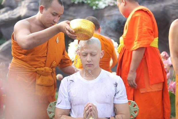 Dàn nam thần Thái siêu hot xuống tóc đi tu báo hiếu cha mẹ: Thay đổi ngoạn mục, gây sốt vì ngoại hình tự nhiên - Ảnh 17.