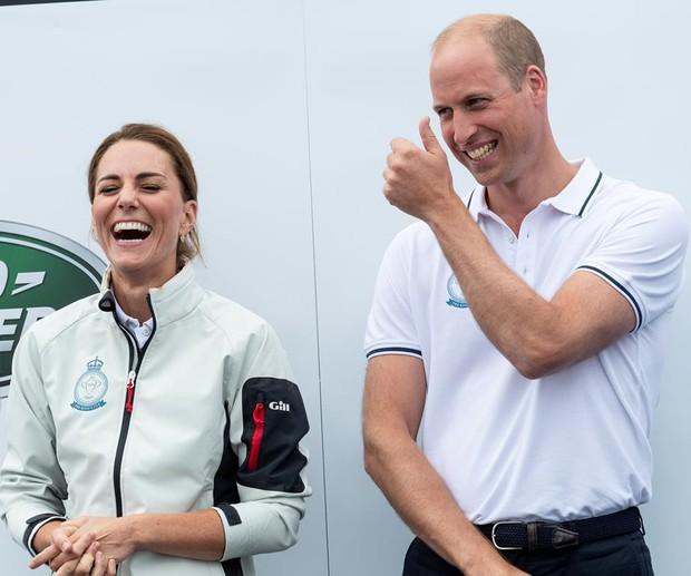 Sự thật đằng sau khoảnh khắc Công nương Kate ôm mặt xấu hổ, Hoàng tử William đứng bên cạnh không thể nhịn cười - Ảnh 3.
