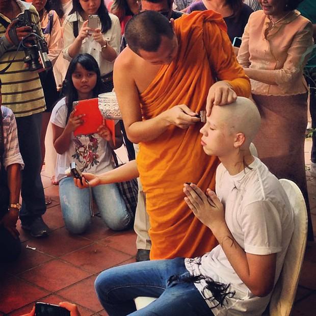 Dàn nam thần Thái siêu hot xuống tóc đi tu báo hiếu cha mẹ: Thay đổi ngoạn mục, gây sốt vì ngoại hình tự nhiên - Ảnh 23.