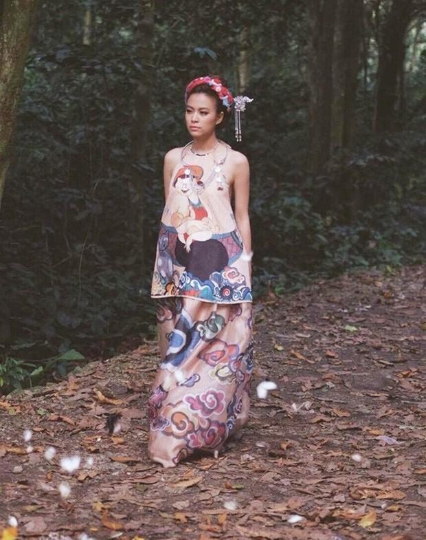 3 lần Hoàng Thùy Linh mang trang phục đậm văn hóa Việt vào MV ca nhạc: Đẹp mộng mị khiến người xem mãn nhãn - Ảnh 17.